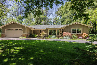 Mequon Single Family Home For Sale: 5030 W Hiawatha Dr