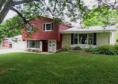 Hartland Single Family Home Active Contingent With Offer: N64w28306 Hawthorne Rd