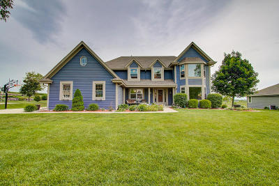 Ozaukee County Single Family Home Active Contingent With Offer: 352 Regatta Dr