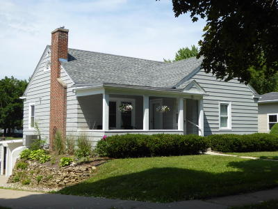 Fort Atkinson WI Single Family Home Active Contingent With Offer: $155,900