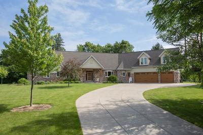 Oconomowoc Single Family Home Active Contingent With Offer: N64 W37602 Woodcrest Dr