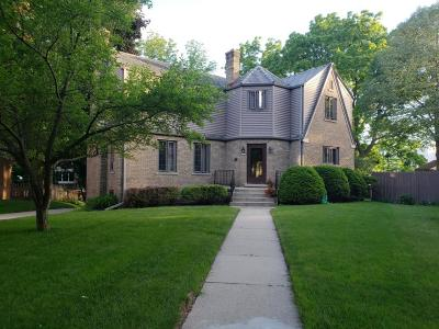 Milwaukee County Single Family Home For Sale: 8335 W Avon Ct