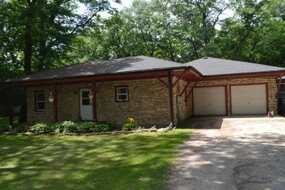 Waukesha Single Family Home For Sale: W223s3745 Guthrie Rd