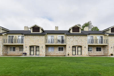 Mequon Condo/Townhouse Active Contingent With Offer: 1126 W Baldwin Ct