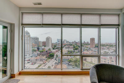 Milwaukee Condo/Townhouse Active Contingent With Offer: 1550 E Royall Pl #1002