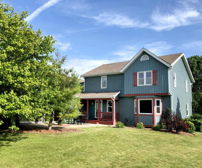 Mukwonago Single Family Home For Sale: 364 Plank Rd
