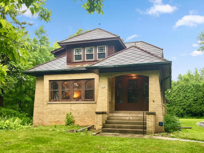 Milwaukee County Single Family Home For Sale: 450 W Dean Rd