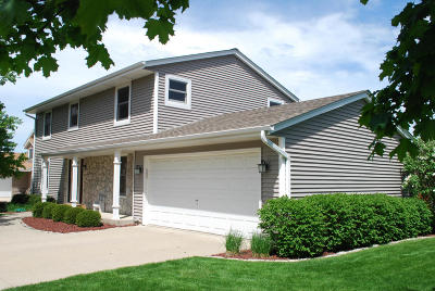 Milwaukee County Single Family Home For Sale: 7952 S 67th St.