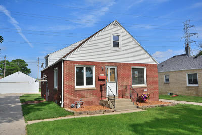 Milwaukee Single Family Home For Sale: 3161 S 99th St