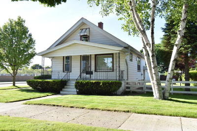 Cudahy WI Single Family Home Active Contingent With Offer: $125,000