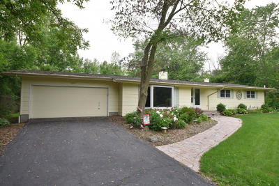 Mequon Single Family Home For Sale: 1517 W El Rancho Dr