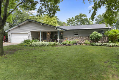 Brookfield Single Family Home For Sale: 1260 Ridgeway Rd