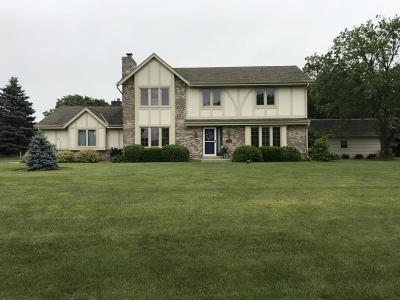 Waukesha Single Family Home Active Contingent With Offer: W232s5185 Hunters Hollow