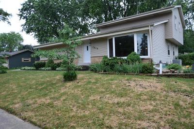 Waukesha Single Family Home Active Contingent With Offer: 1419 Cottonwood Dr