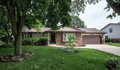 Greenfield Single Family Home Active Contingent With Offer: 8824 W Whitaker Ave