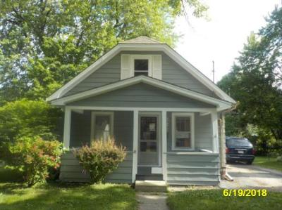 Waukesha County Single Family Home For Sale: 322 Palmer St