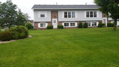 Franklin WI Condo/Townhouse Active Contingent With Offer: $149,900