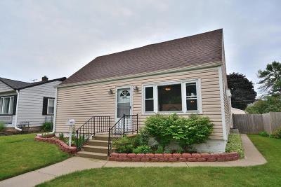 Milwaukee Single Family Home For Sale: 4618 S Lenox St
