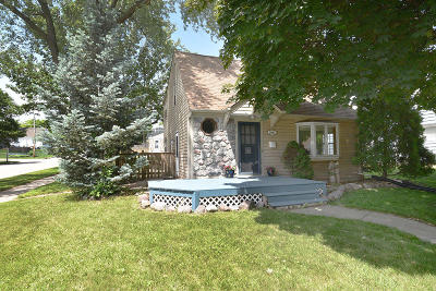 West Allis Single Family Home For Sale: 2897 S 91st St