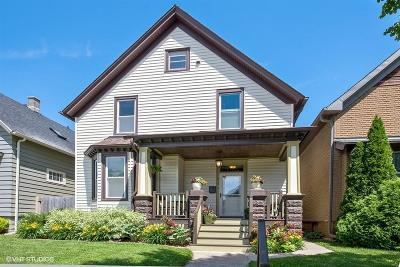 Milwaukee County Single Family Home For Sale: 514 E Dover St