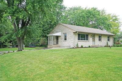 Waukesha County Single Family Home For Sale: 2425 Rockway Ln W