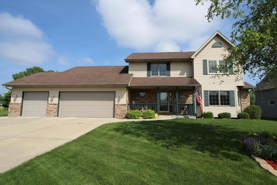 Racine County Single Family Home Active Contingent With Offer: 707 Hunter Dr