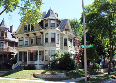 Milwaukee Multi Family Home For Sale: 2704 N Hackett Ave
