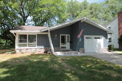 Waukesha Single Family Home For Sale: 2014 Empire Dr