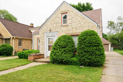 Milwaukee Single Family Home Active Contingent With Offer: 3040 N 76th St