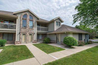 Waukesha Condo/Townhouse For Sale: 2116 Woodburn Rd #B