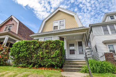Milwaukee County Single Family Home For Sale: 2919 S Delaware Ave