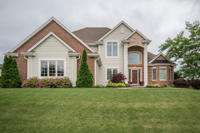 Waukesha Single Family Home For Sale: 3956 Oakmont Trl
