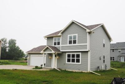 Oak Creek WI Single Family Home For Sale: $299,900
