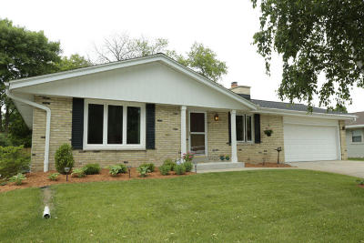 Milwaukee Single Family Home For Sale: 5265 S 24th St
