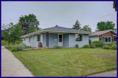 Milwaukee County Single Family Home For Sale: 6143 S Robert Ave