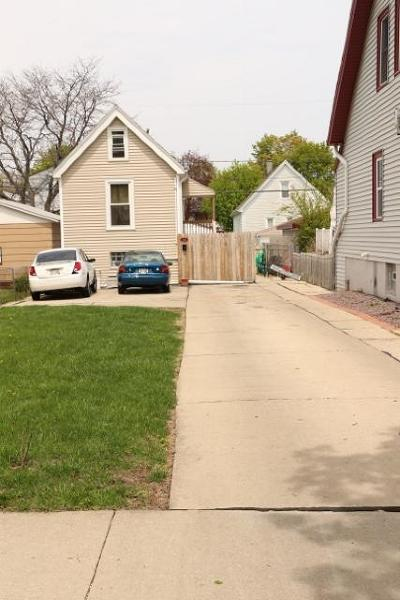Milwaukee County Single Family Home For Sale: 3846 E Morris Ave