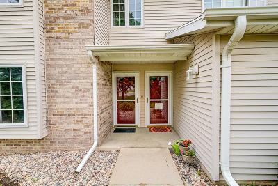 Waterford Condo/Townhouse Active Contingent With Offer: 925 Prestwick #1