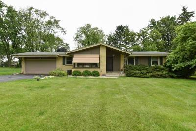 Brookfield WI Single Family Home Active Contingent With Offer: $280,000