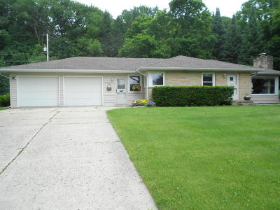 Waukesha County Single Family Home For Sale: 21505 W Orchard Dr