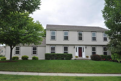 Waukesha County Single Family Home For Sale: 3333 Fox Ridge Dr