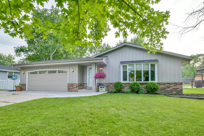 Waukesha County Single Family Home For Sale: 4235 S Adell Ave