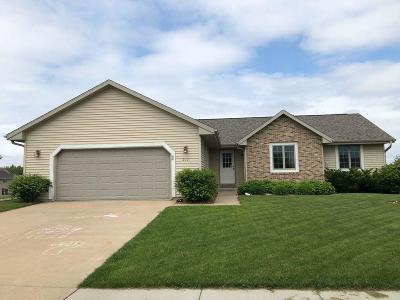 Fort Atkinson WI Single Family Home Active Contingent With Offer: $238,900