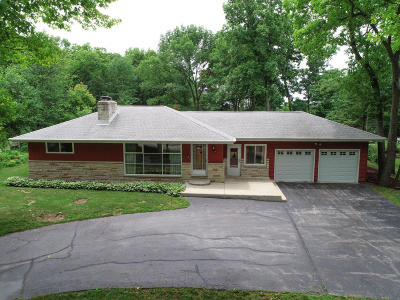 Waukesha County Single Family Home For Sale: S45w22359 Quinn Rd