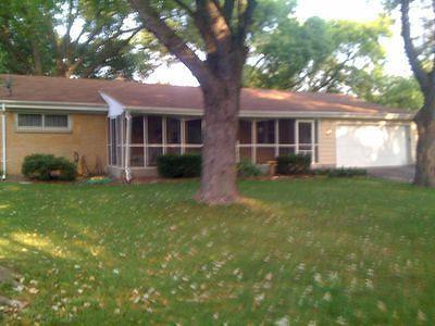 Waukesha County Single Family Home For Sale: 675 Verdant Dr