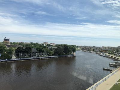 Sheboygan Condo/Townhouse For Sale: 780 South Pier Dr #401