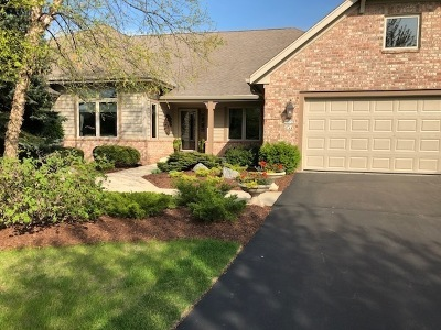 Mequon Condo/Townhouse Active Contingent With Offer: 10708 N Essex Ct