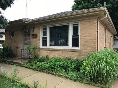 Racine Single Family Home For Sale: 2427 W High St