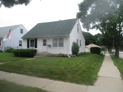 Milwaukee Single Family Home For Sale: 2578 S 64th