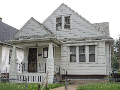 Milwaukee Single Family Home For Sale: 4666 N 39th St