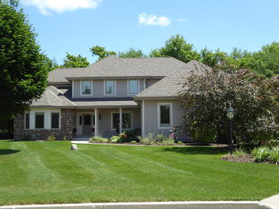 Sussex Single Family Home For Sale: W237n7364 Monterey Ct.
